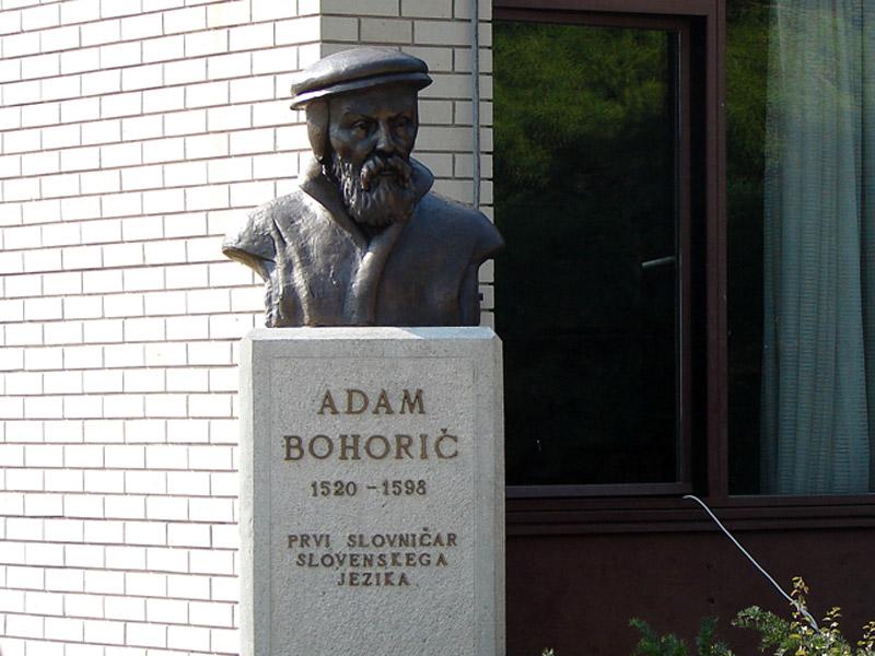 Spomenik Adama Bohoriča pri Osnovni šoli